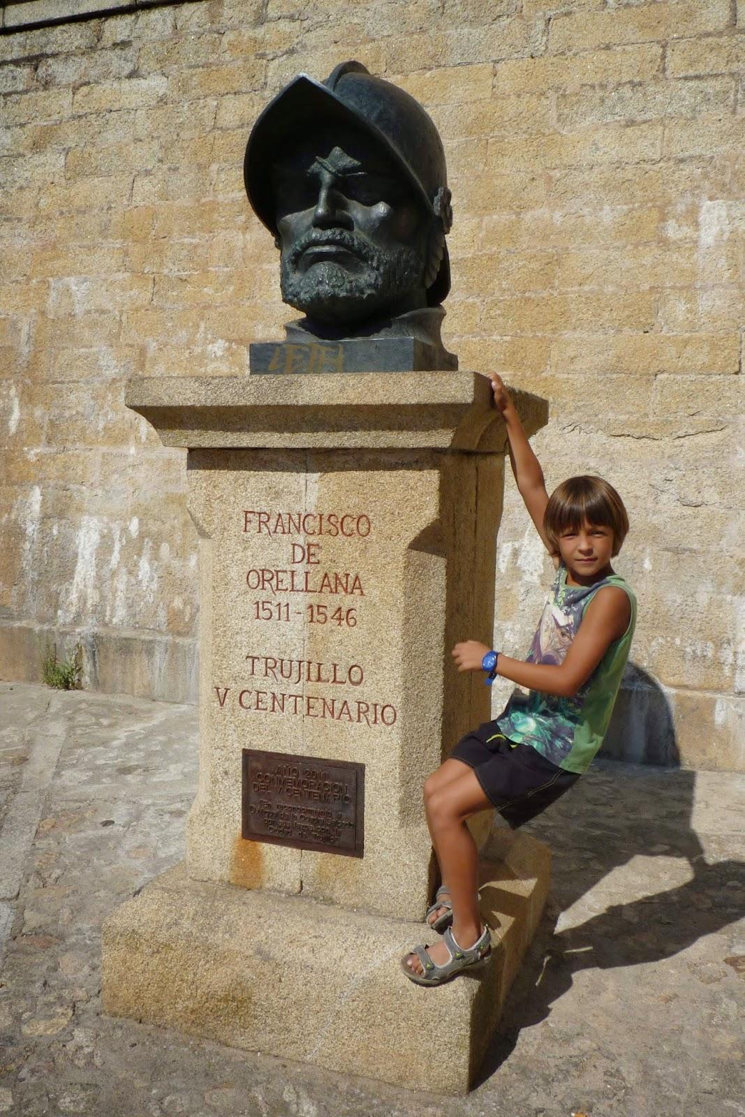 Estatua de Francisco de Orellana.