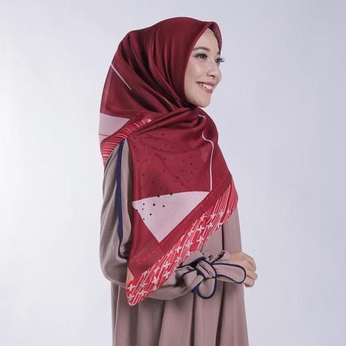 Maroon Color Motif Hijab
