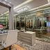 Closet contemporâneo cinza com penteadeira, portas de vidro e plafon de cristais!