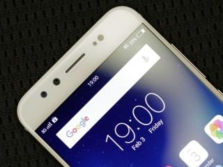 Smartphone Dengan Dua Kamera Depan Cocok Untuk Selfie