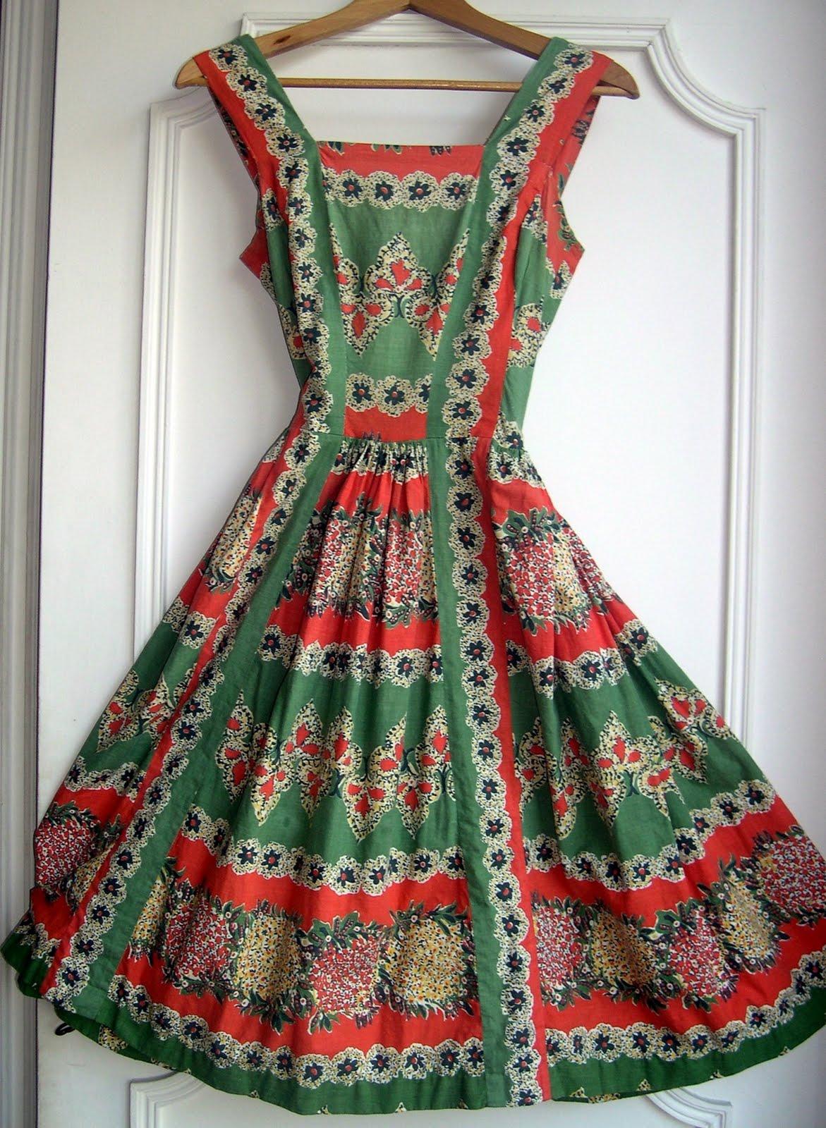 aux habits qui parlent authentique robe vintage d but des ann es 60 vendue. Black Bedroom Furniture Sets. Home Design Ideas