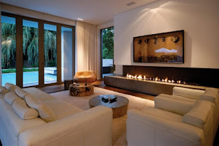 chimenea en sala moderna