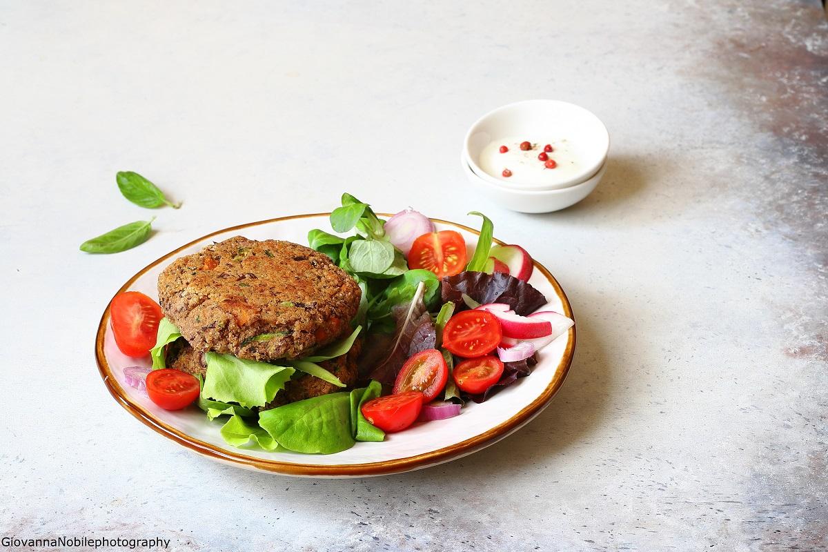 Burger di fagioli borlotti, zucchine e cipollotti