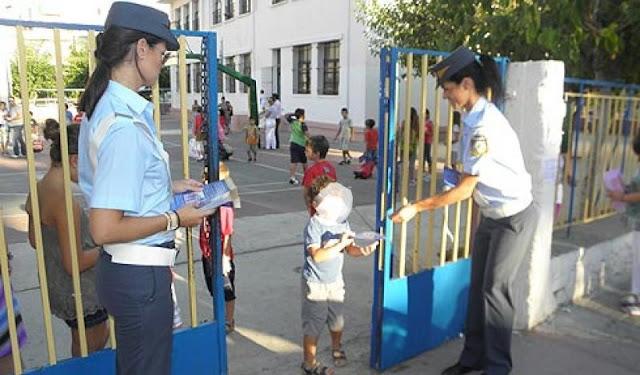 Ενημερωτικά φυλλάδια για την οδική ασφάλεια και κυκλοφοριακή αγωγή σε σχολεία της Πελοποννήσου