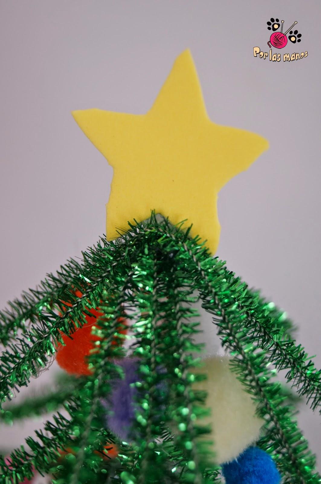 por las manos: Arbol de Navidad con Limpiapipas