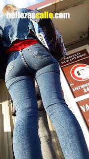 Mujeres bellas pantalones apretados calle