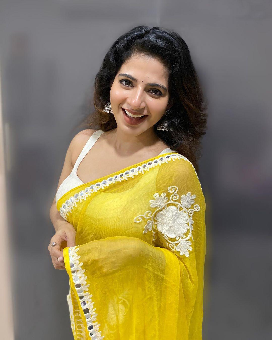 Tamil actress Iswarya Menon Yellow Saree photos