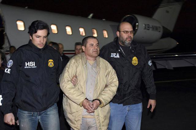 """""""Sabemos que tienes contacto con él, sabemos que te estás mandando mensajitos con """"El Chapo Guzman"""", y pues no vas a hacer ninguna pendejada""""."""