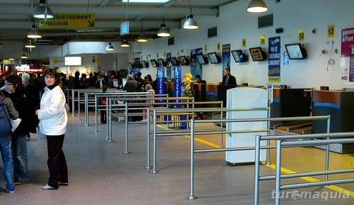 França encerra segundo aeroporto