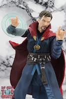 S.H. Figuarts Doctor Strange (Battle On Titan Edition) 30