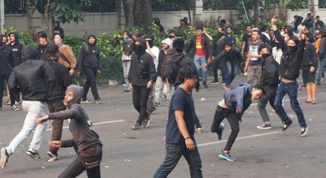 Polisi Bubarkan Paksa Aksi Mahasiswa Bandung