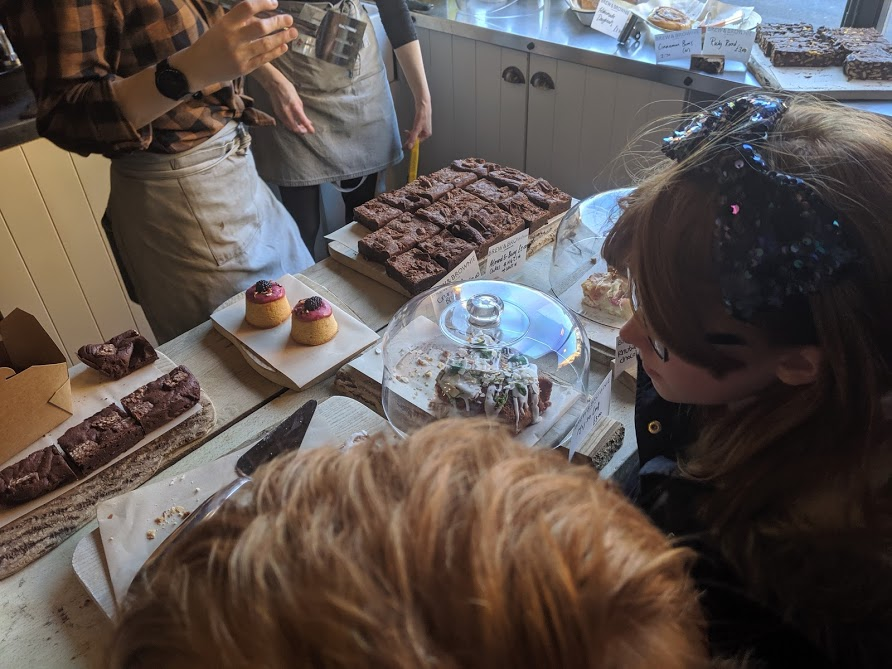 Image - choosing brownies