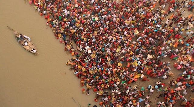 Індуси на березі Гангу