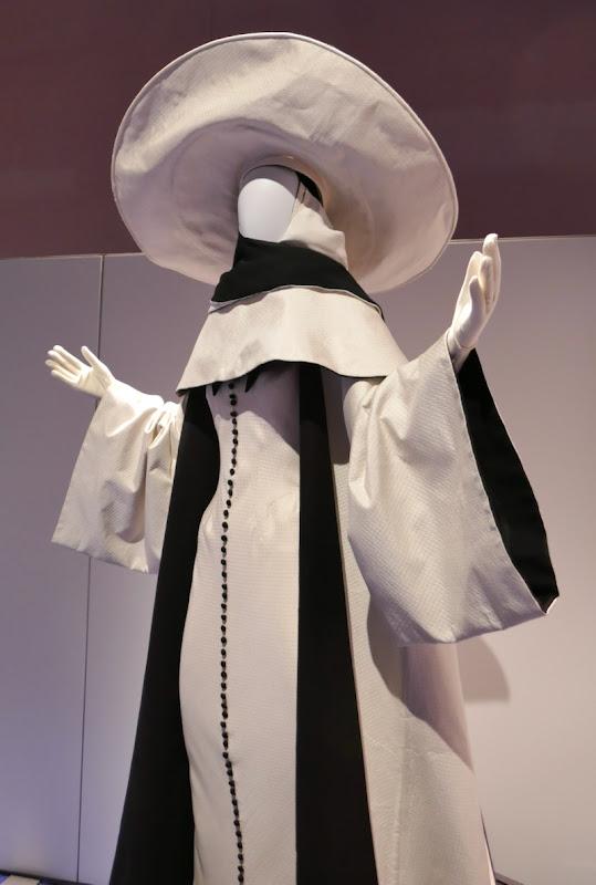 Glenn Close Cruella de Vil 102 Dalmatians nun costume