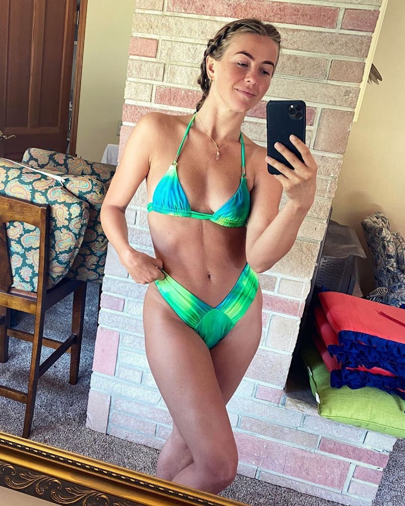 Julianne Hough Clicked in Bikini – Instagram Photo 24 Aug -2020