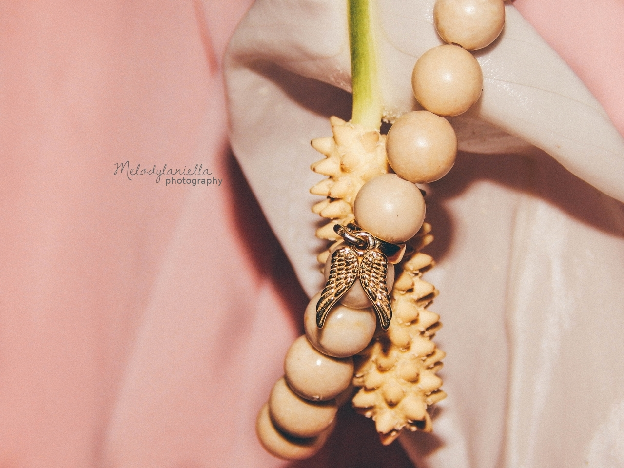 marmurowa bransoletka z koralikow srebro zloto jewellery by Ana bizuteria bransoletki marmur charmsy 24k zloto skrzydla piórko marmur lapis lazuli prezent