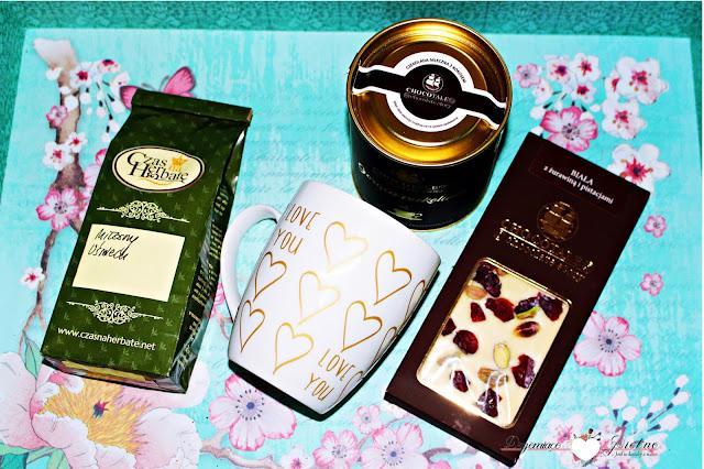 Czas na Herbatę - Herbata - Miłosny Uśmiech | Czekolada biała z żurawiną i pistacjami | Gorąca czekolada Chocotale mleczna z kokosem |  Kubek