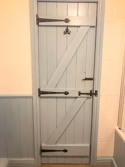 Mariner's Cottage Whitby bathroom door