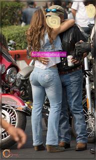 Señora trasero grande pantalon apretado