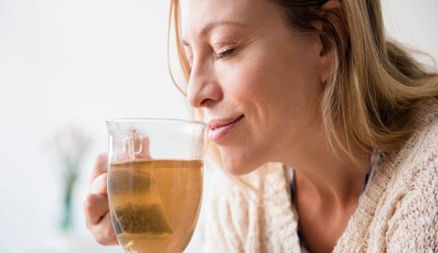 Meminum teh herbal