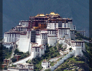 the famous Potala Palace in Tibet