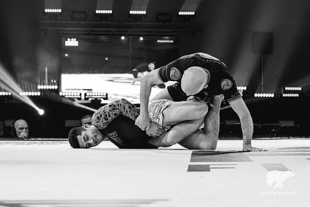 Alfredo Benavidez attacking the leg of Danny Mulvihill.