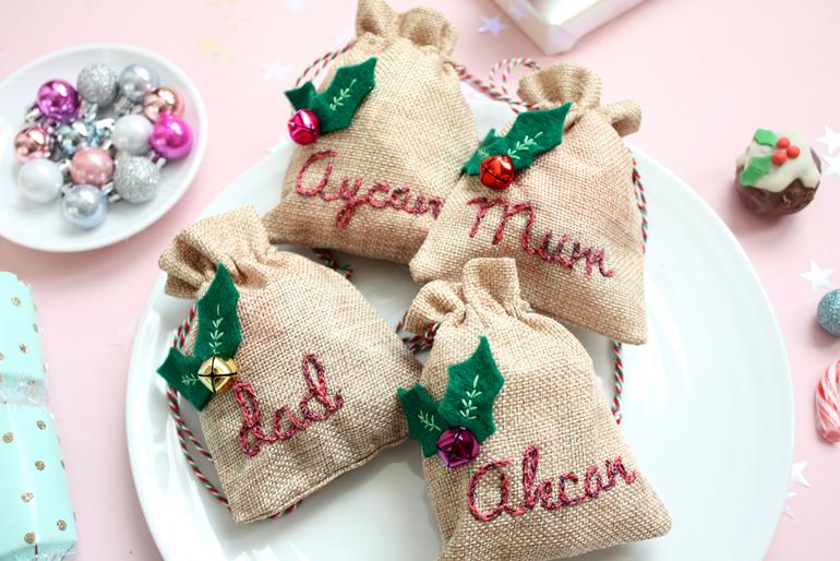 mini santa's sack place cards