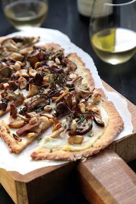 pain plat , rapide , cèpes , ricotta , huile de truffe