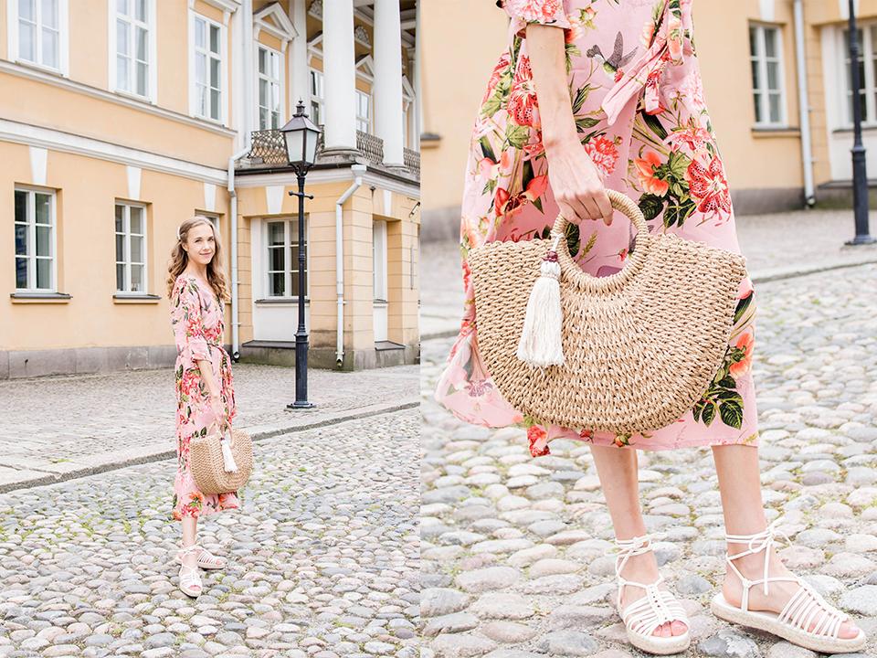 Pink floral dress and straw bag, summer outfit - Vaaleanpunainen kukkamekko ja punottu korilaukku, kesämuoti