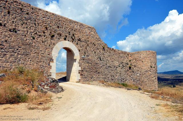 ruinas-moya-puerta-calzadilla