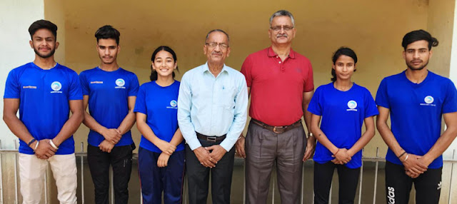 Five sport climbers of Mountaineering Association of Jammu and Kashmir namely Shivani Charak, Mrityunjay Sharma, Ajay Deep Singh, Asma Gul and Arun Deep Singh left today for Darjeeling to participate in the IMF All India Bouldering and Lead Climbing competition