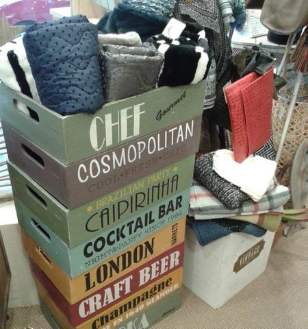 Cajas retro, vintage, almacenamiento. Bufandas. Cuellos. Bolsos.