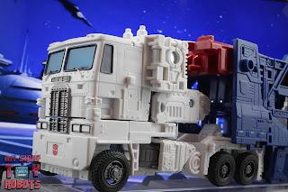 Transformers Kingdom Ultra Magnus 64
