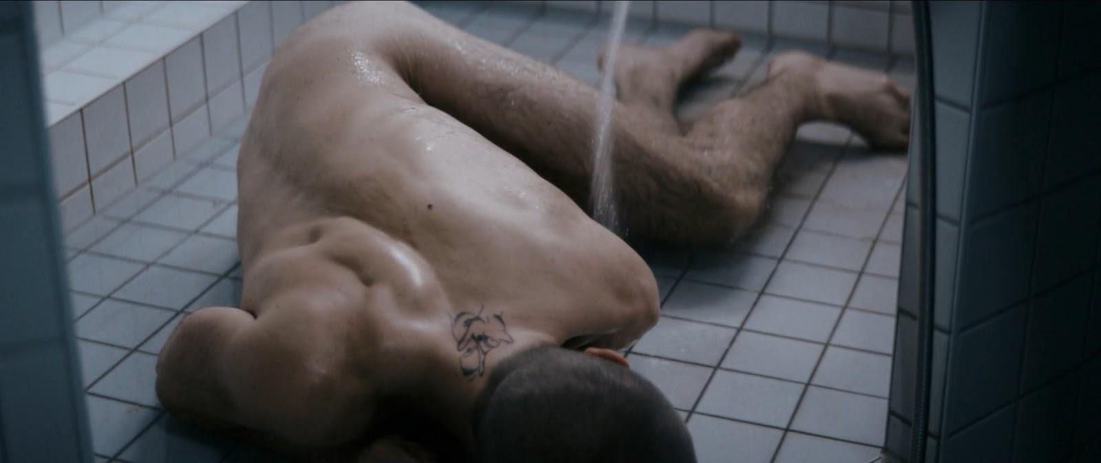 Nude jannik schümann Gay Male