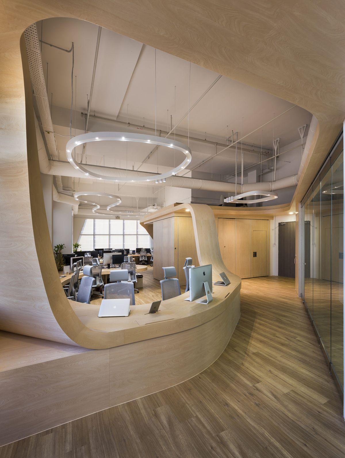 Mẫu thiết kế văn phòng làm việc hiện đại và thân thiện với nội thất gỗ