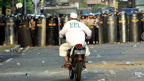 Makin Nekat, Denny Siregar Terus Bongkar Keterkaitan JAD dan FPI