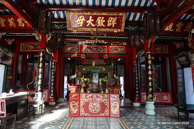 ASSEMBLY HALL OF FUJIAN CHINESE TEMPLE. Hoi An, Vietnam