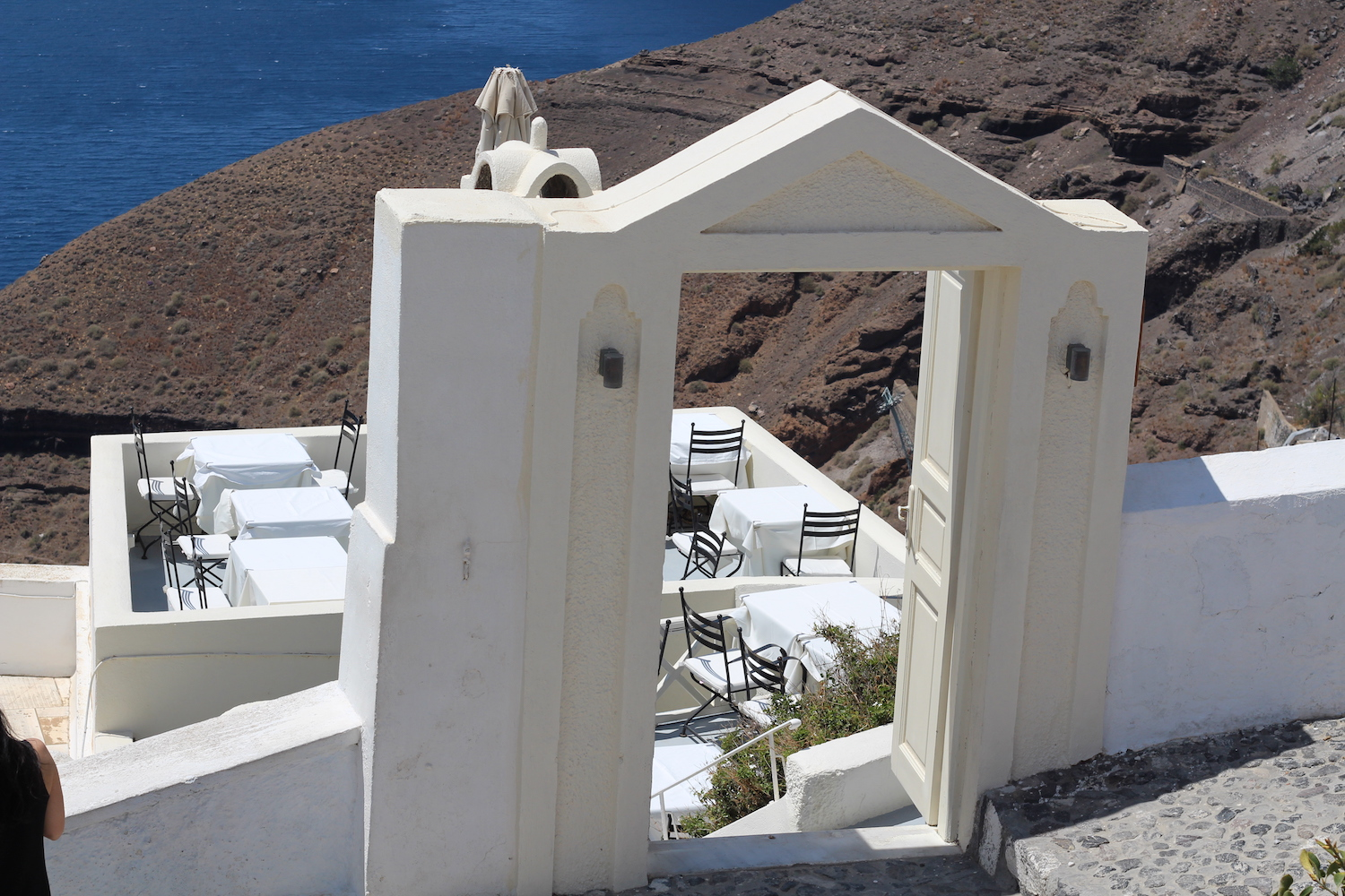 santorini-travel-greece-fira-peexo