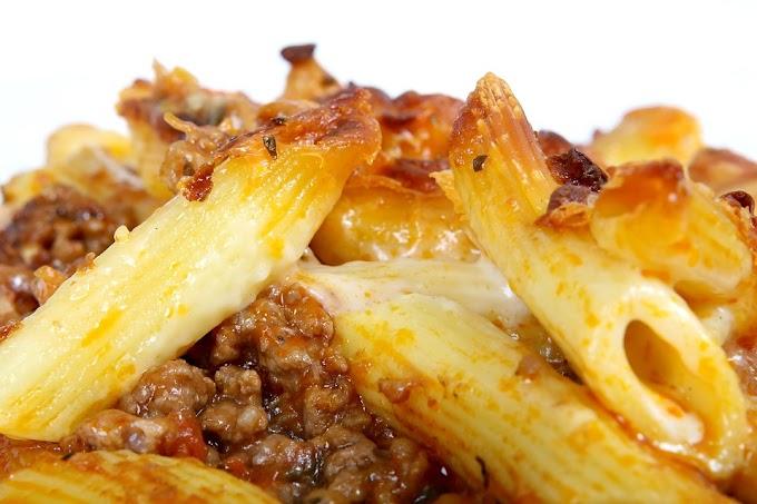 Macarrones gratinados con salsa de carne  y queso