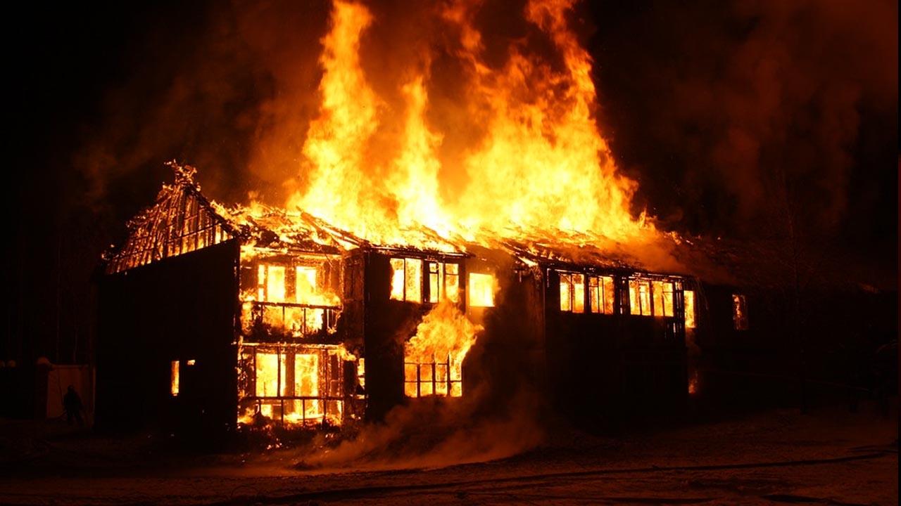 ateou fogo na casa da vizinha após briga e acabou presa em Botucatu