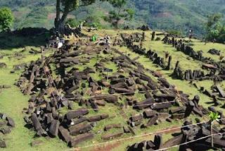 Misteri Gunung Padang , Gunung Berbentuk Piramida di Indonesia