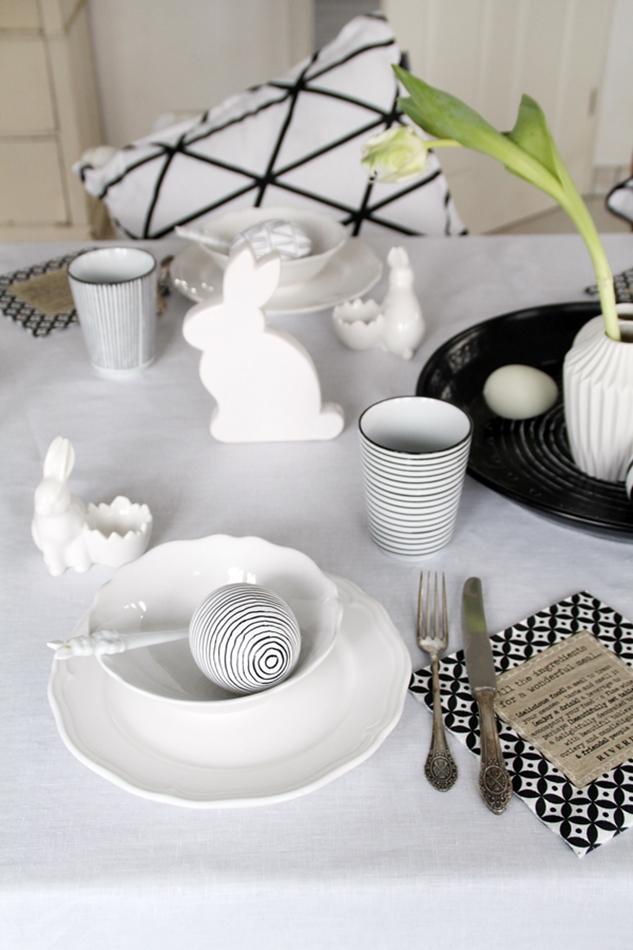 Dekoideen Ostertisch, Deko-Donnerstag mit Verlosung zum Thema Ostertisch, Frühstücksset, weiß schwarz Holz