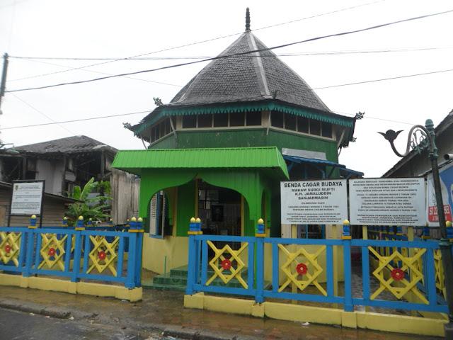 wisata kalimantan selatan makam surgi mufti