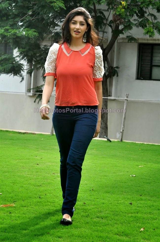 Tanvi Vyas Hot Photos in Tight Jeans - Whatsapp Status