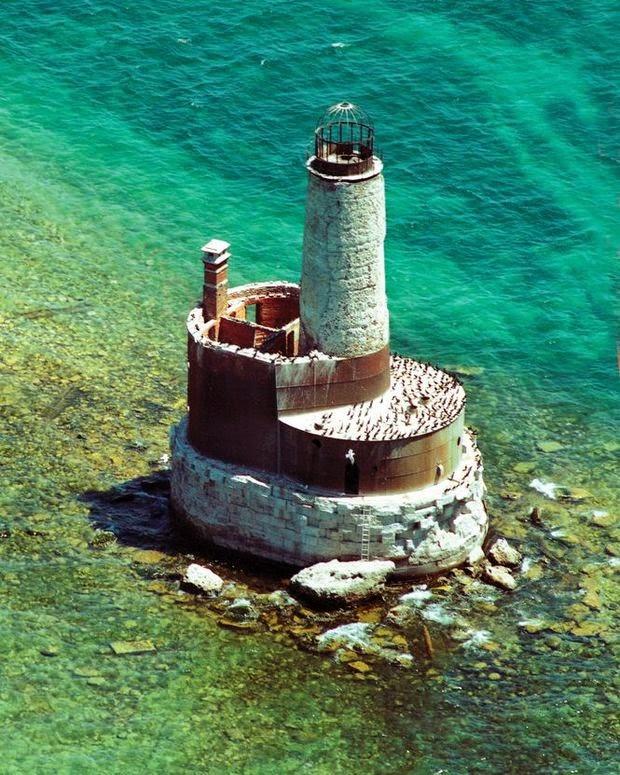 Beautiful Lighthouses around the World -Waugoshance Lighthouse, Michigan