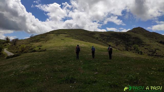 Subiendo al Pico Matacaleao