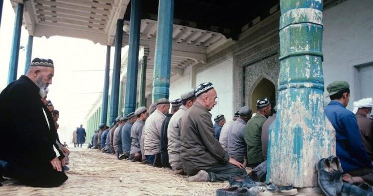 Otoritas Komunis China Tutup 3 Masjid Milik Etnis Muslim Hui