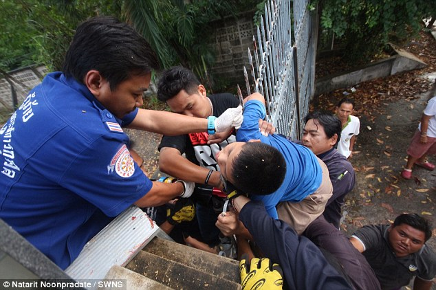 SHOCKING ► This 11-Year-Old Boy Slipped and Impaled His Neck After Climbing a Gate to See His Friend!