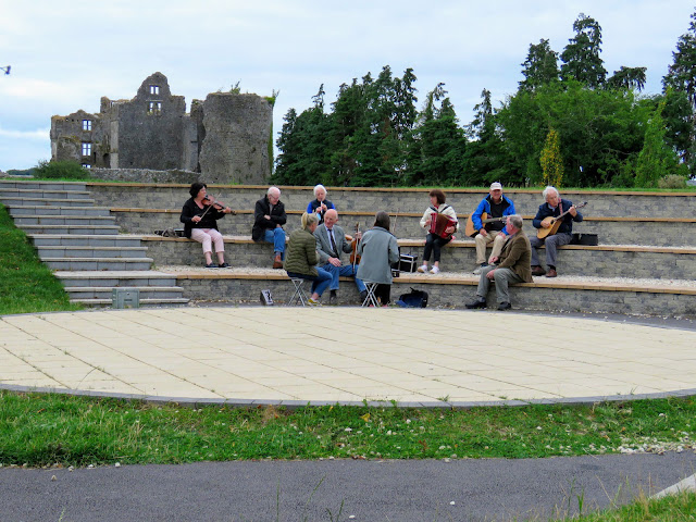 Things to do Around Athlone: Irish Trad Musicians in Roscommon Town