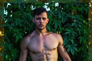 Inspirado em Narciso, new face Douglas Araújo posa para ensaio sensual